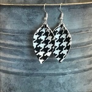 Small, Houndstooth faux leather earrings